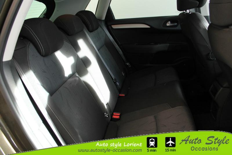 voiture d occasion citroen c4 1 6 hdi 90 fap confort berline lanester 9990. Black Bedroom Furniture Sets. Home Design Ideas